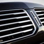 2015 Navigator Grill Close-Up