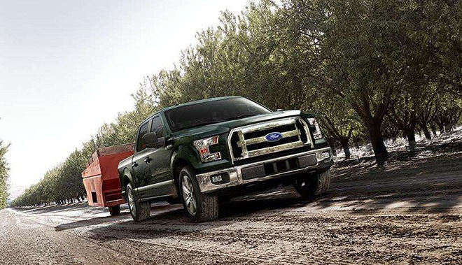 2015 F-150 XLT in Green towing   Ford F-150 Blog